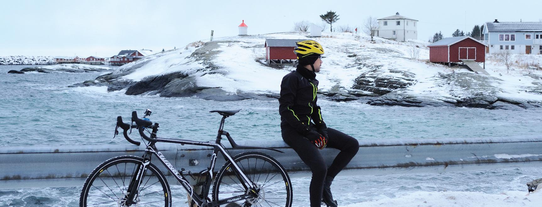Omar Di Felice ciclicmo in Finlandia in inverno