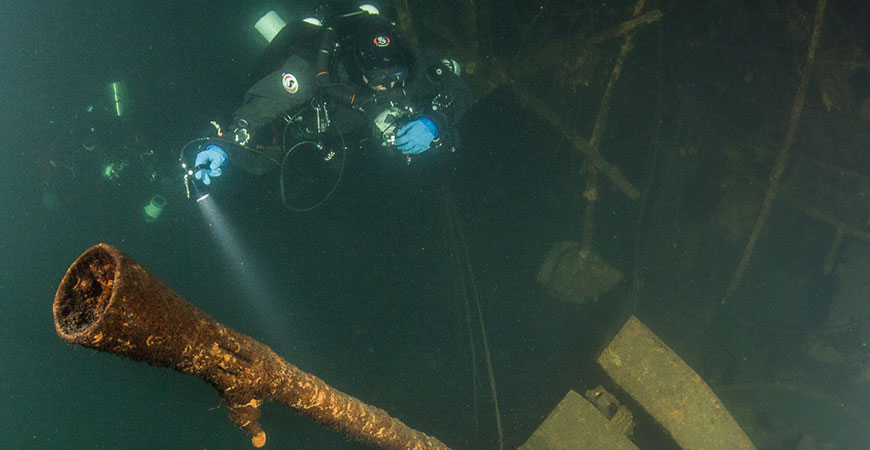 Badewanne divers explore the Z-36 wreck.