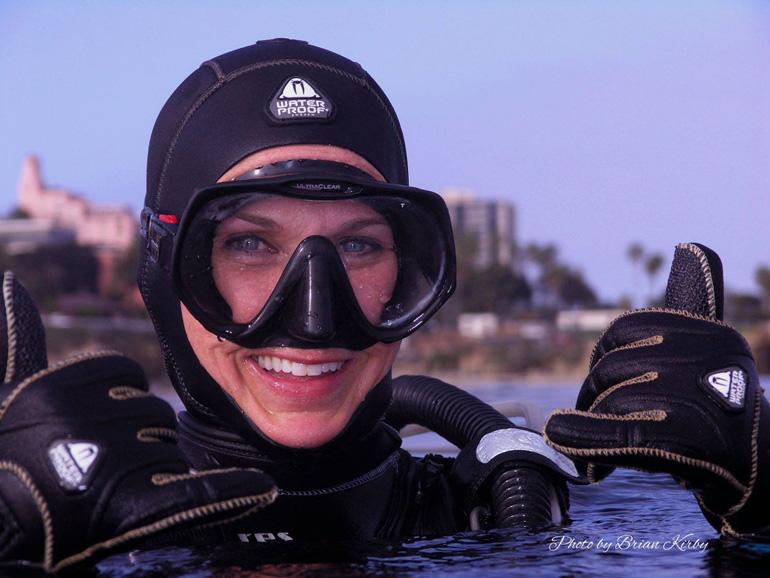 Hot teen girls scuba diving