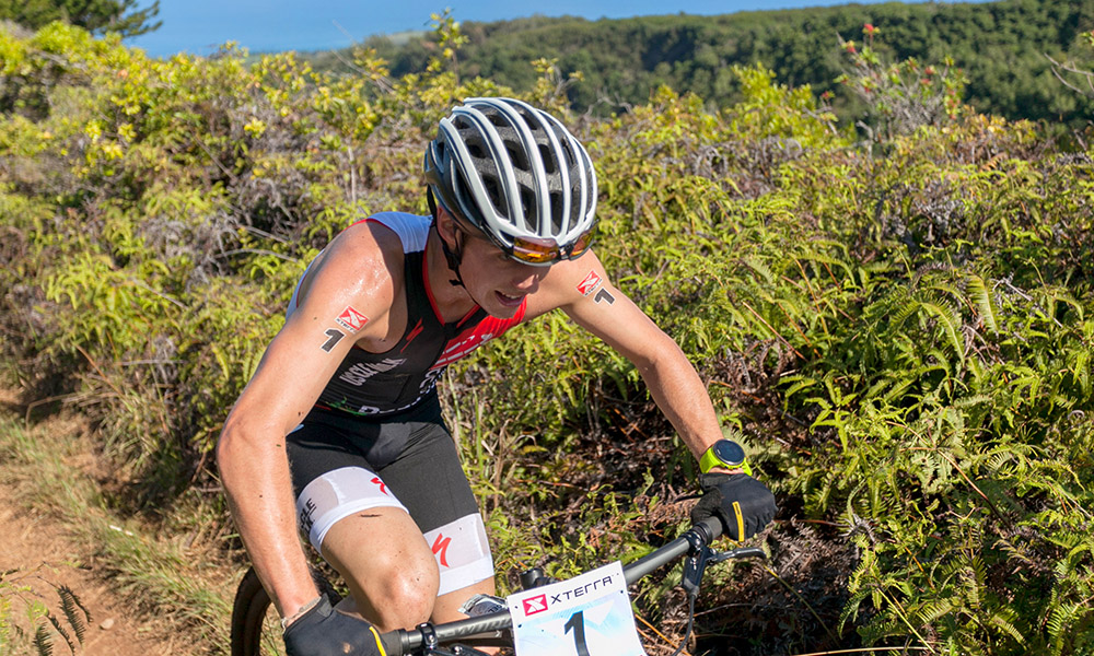 No time for enjoying the scenery on the Razor Ridge. (©Mike Adrian / XTERRA)