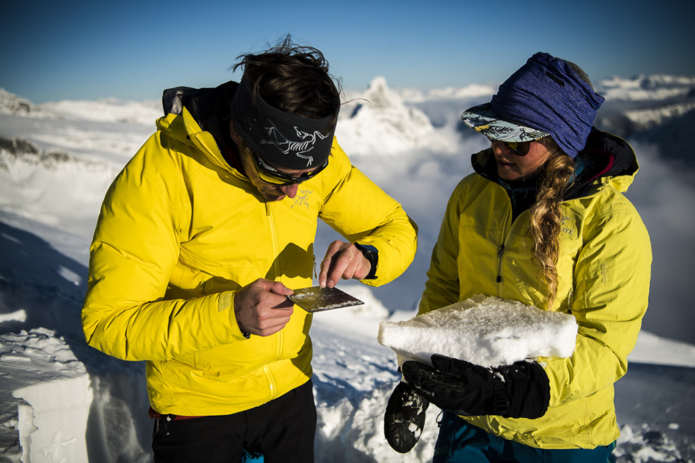 Greg Hill sharing his mountain knowledge. (Image by Bruno Long/Suunto)