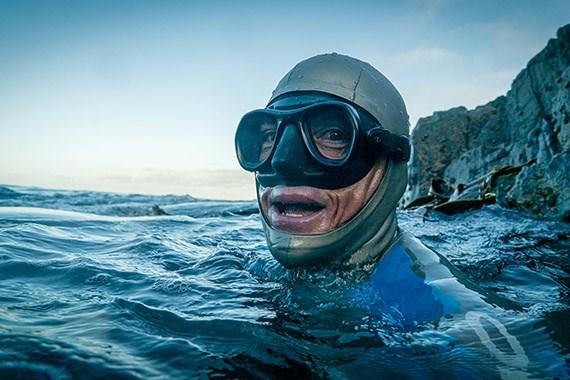 How to swim like a dolphin underwater