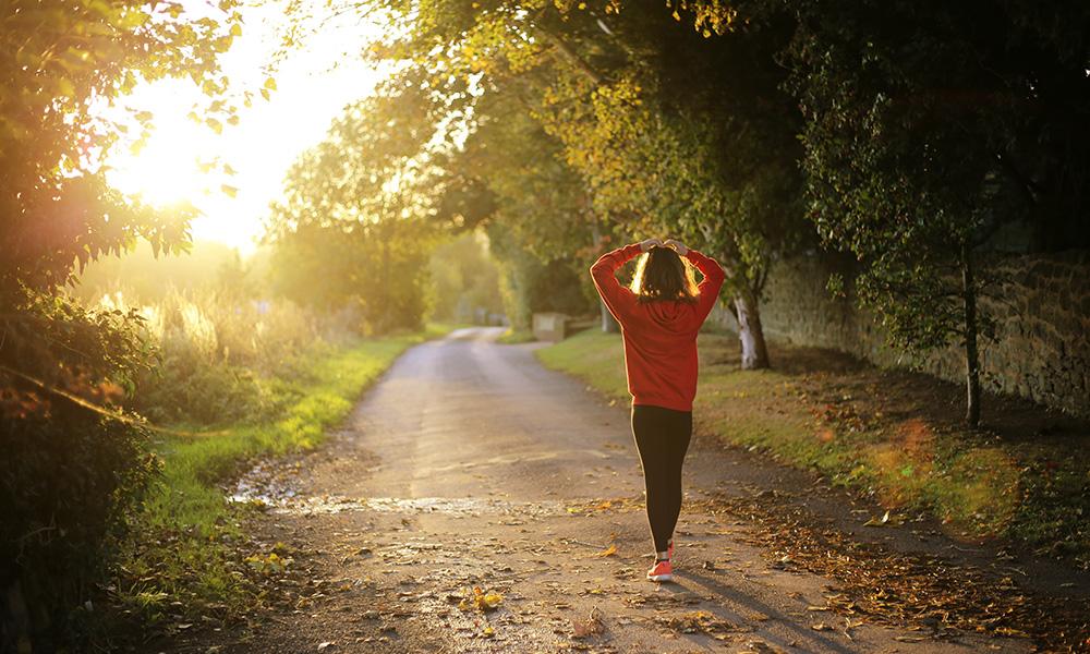 https://www.suunto.com/globalassets/suunto-blogs/2019/10-october/walking-1/body_walking1.2.jpg